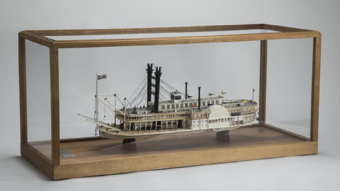 """20th c. model of the steamboat 'Robert E. Lee', 35""""w"""