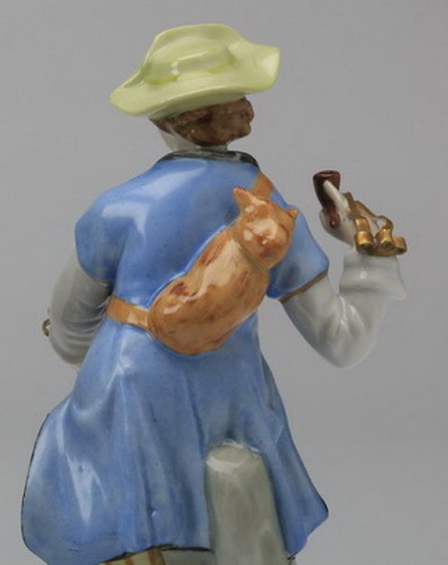 19th c.. Capodimonte figure of a traveler - 5