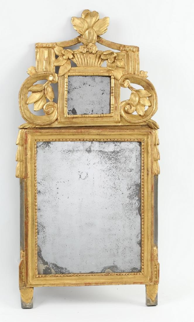"""Carved gilt wood mirror in the Federal taste, 36""""h"""