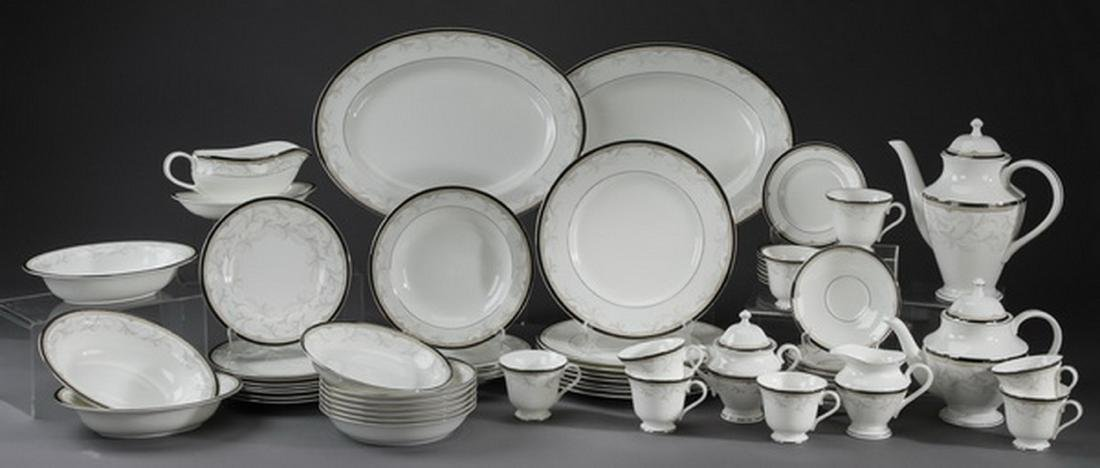 61 pc Waterford porcelain dinner service in 'Brocade' - 2