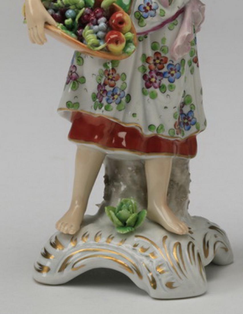 19th c. Sitzendorf porcelain figure of a woman - 3
