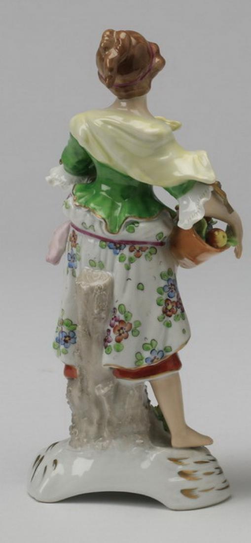 19th c. Sitzendorf porcelain figure of a woman - 4