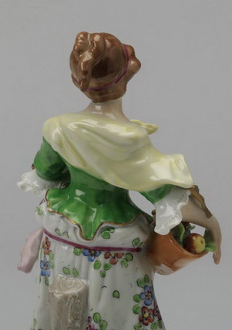 19th c. Sitzendorf porcelain figure of a woman - 5