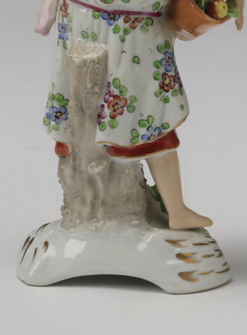 19th c. Sitzendorf porcelain figure of a woman - 6