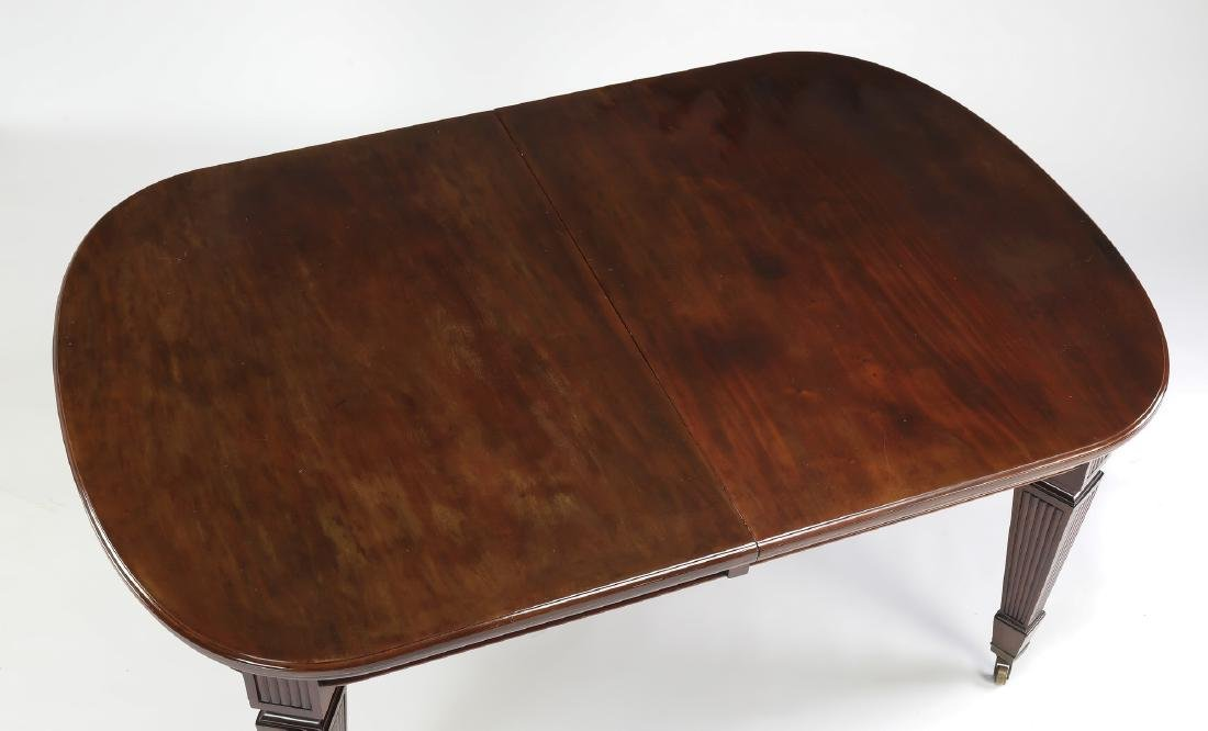 Banquet size 19th c. English mahogany table w/5 leave - 3