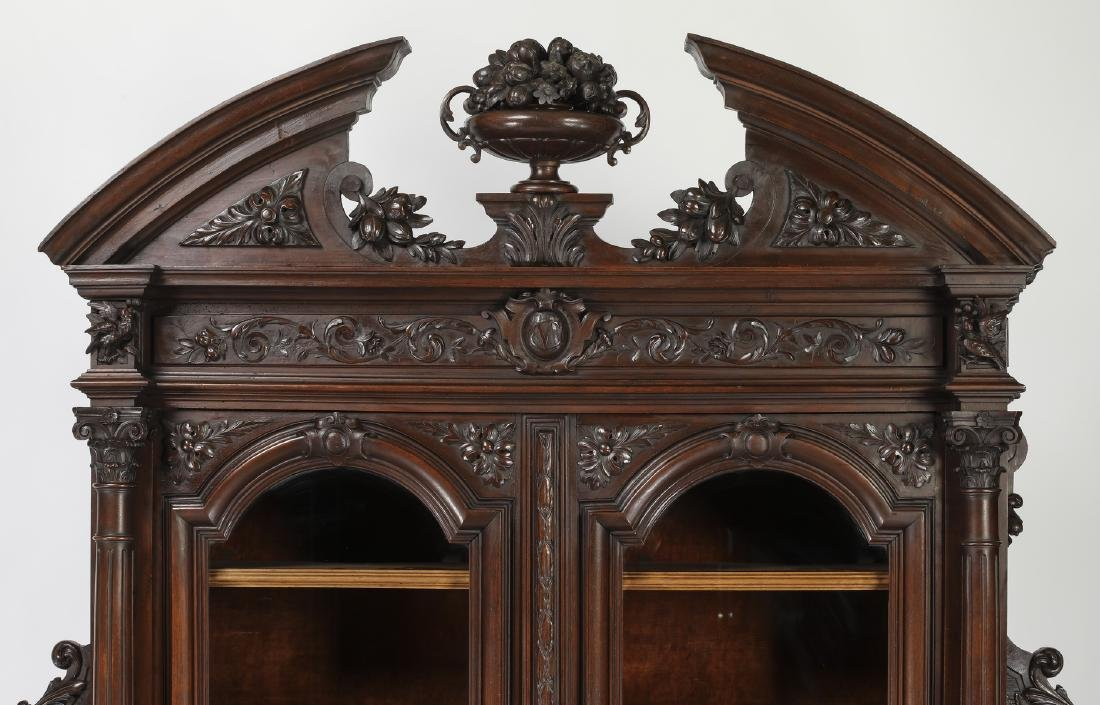 Monumental French buffet with carved hunting scenes - 4