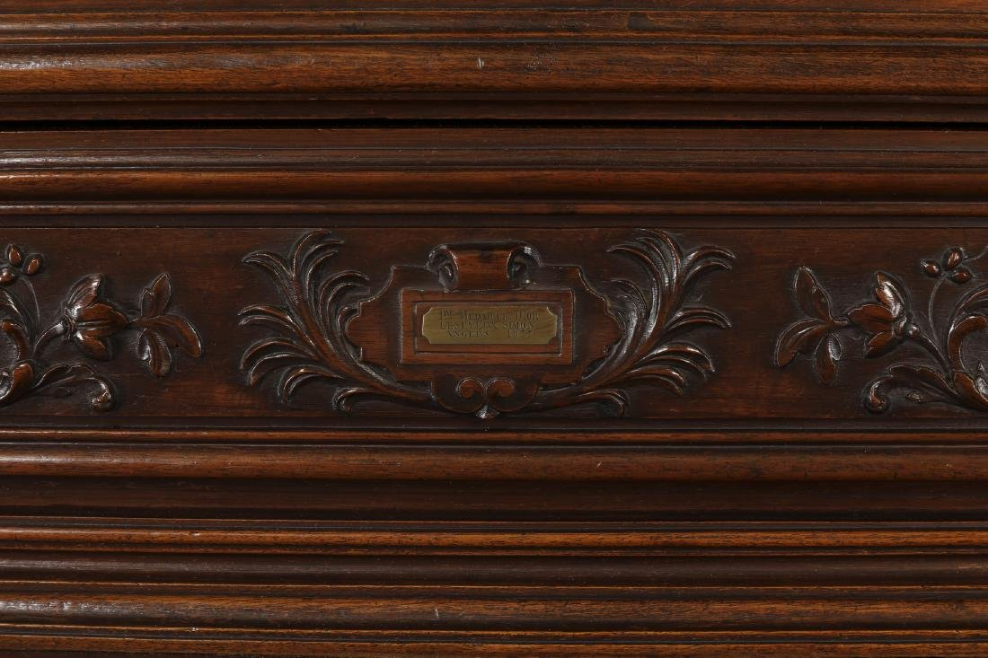 Monumental French buffet with carved hunting scenes - 6