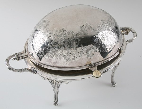 266: 18th century Irish silver tureen