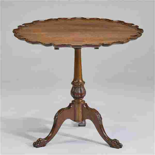 English Queen Anne style mahogany pie crust tea table