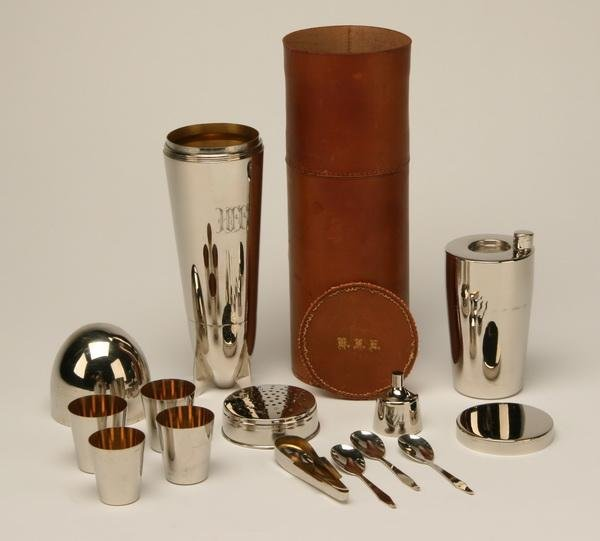 4: Zeppelin shaped martini shaker w/16 piece kit