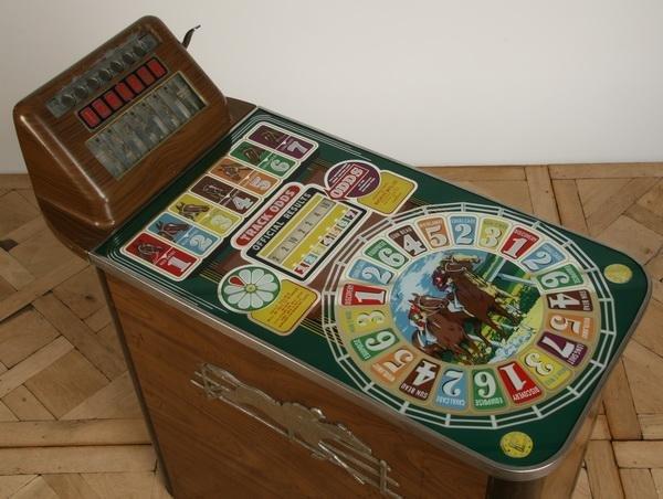 47: Vintage horse racing slot machine by Buckley - 4
