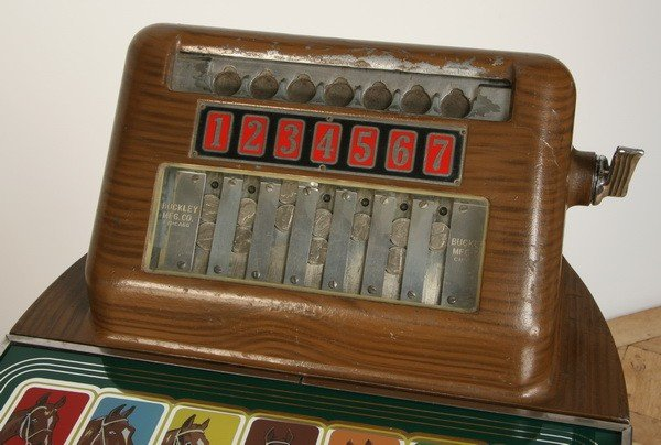 47: Vintage horse racing slot machine by Buckley - 6