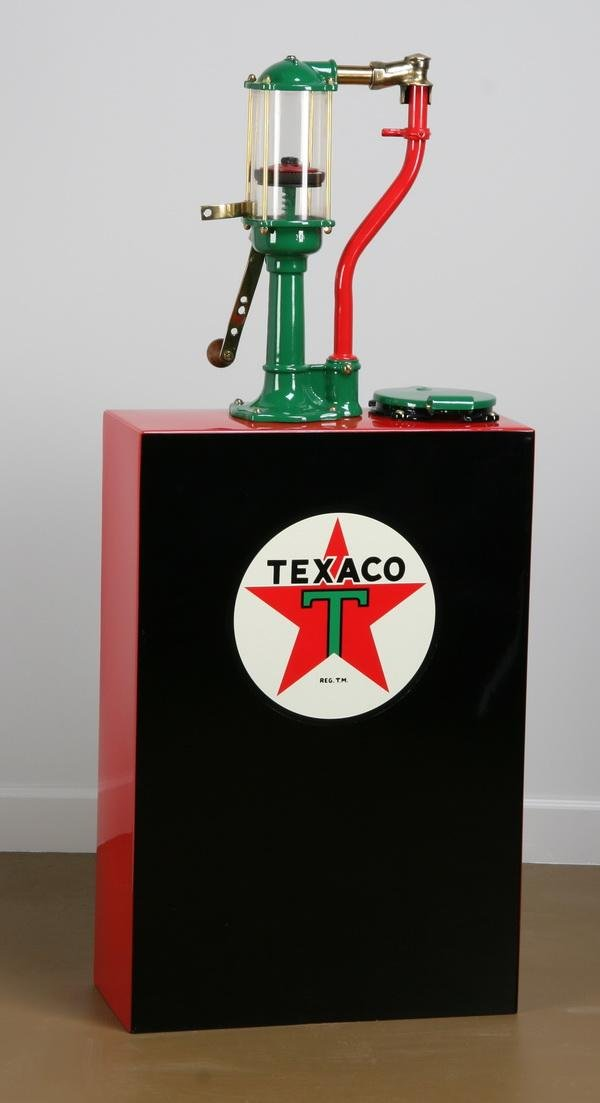 49: Vintage Texaco hand cranked oil dispenser