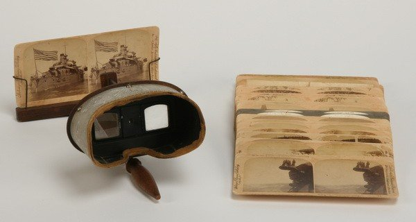 25: Early 20th c. stereoscope with 31 plates