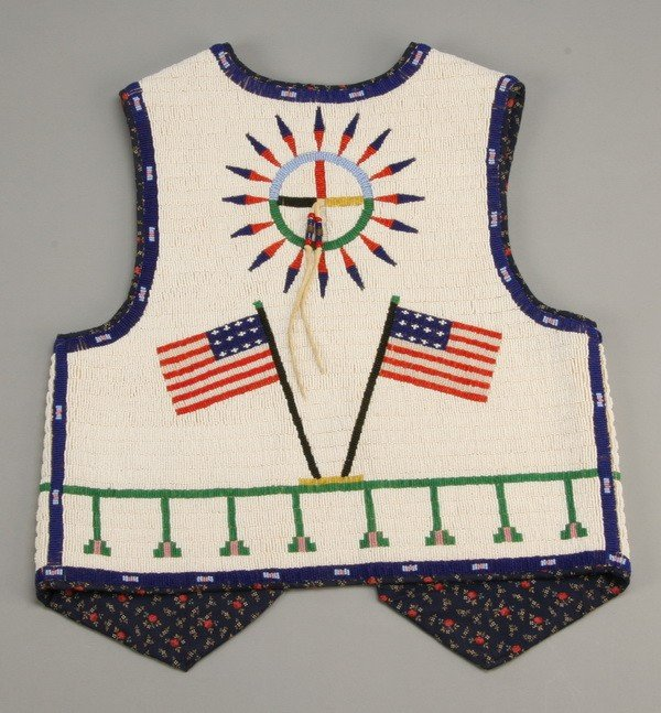 177: Early 20th c. Native American beaded vest - 3