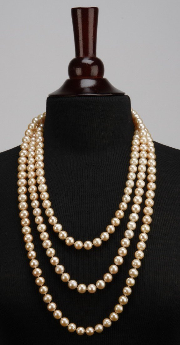 "6: Extravagant 86"" South Sea pearl necklace"