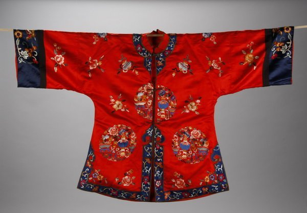 17: Early 20th c. Chinese embroidered silk robe
