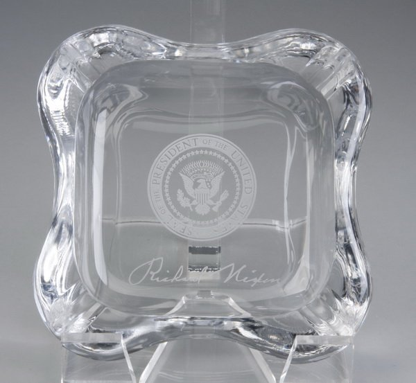 108: Nixon Presidential ashtray