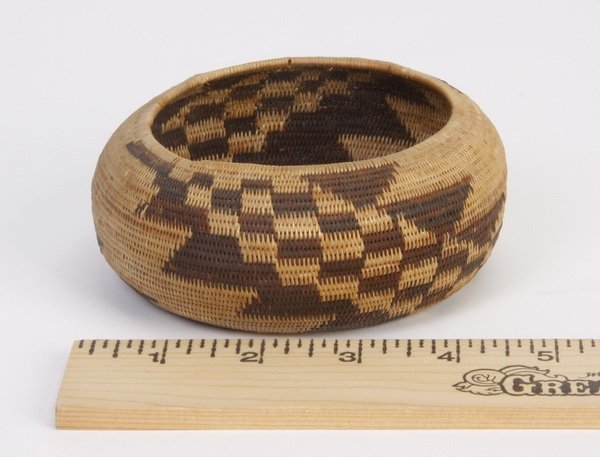 11: Early 20th c. Pomo coiled gift basket