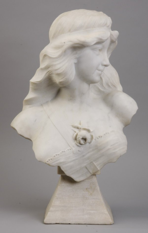 18: 19th c. Art Nouveau marble bust of a maiden