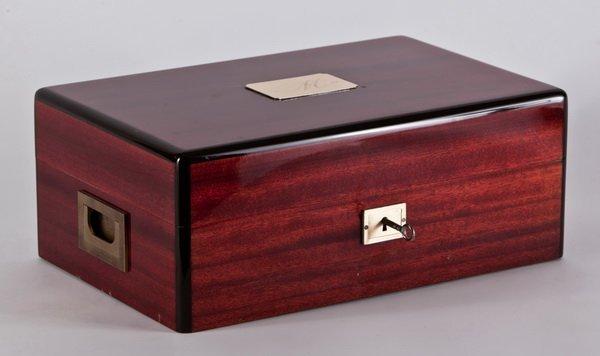 9: Davidoff mahogany humidor, maker marked