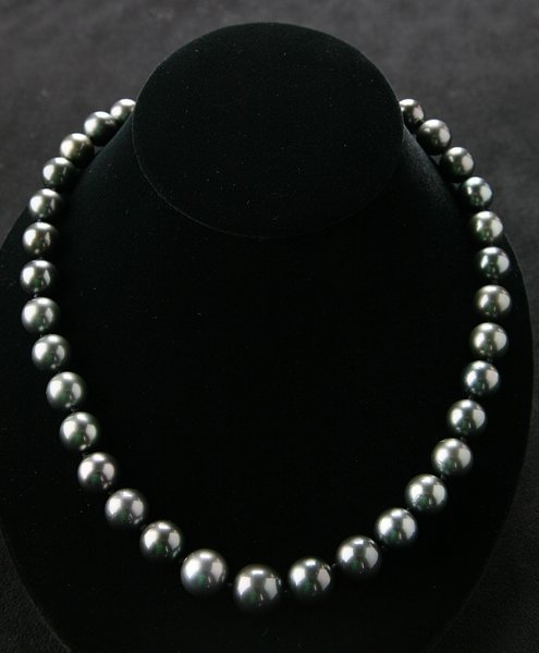 18: Black South Sea Tahitian pearl necklace