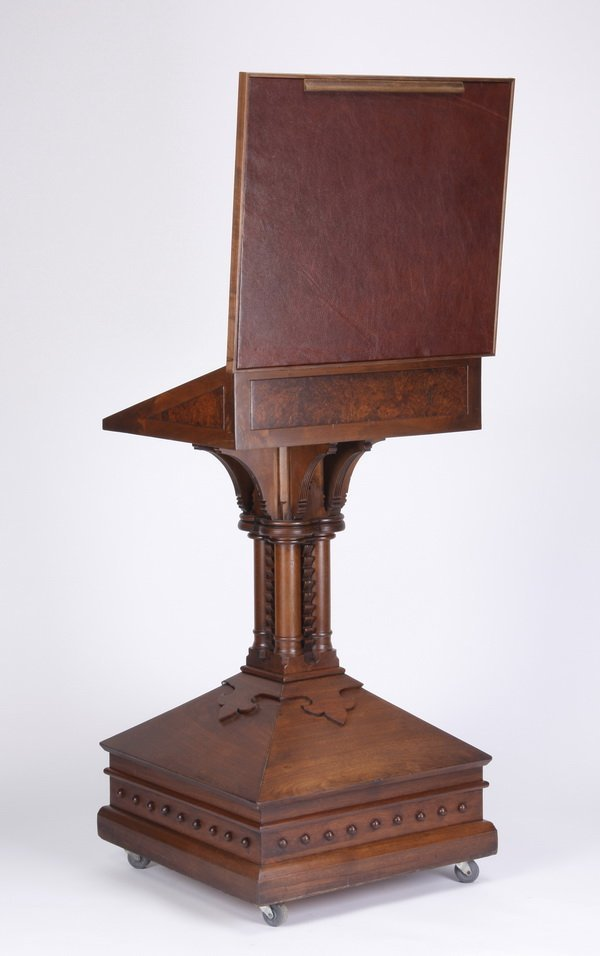 19th c. Continental carved walnut lecturn - 4