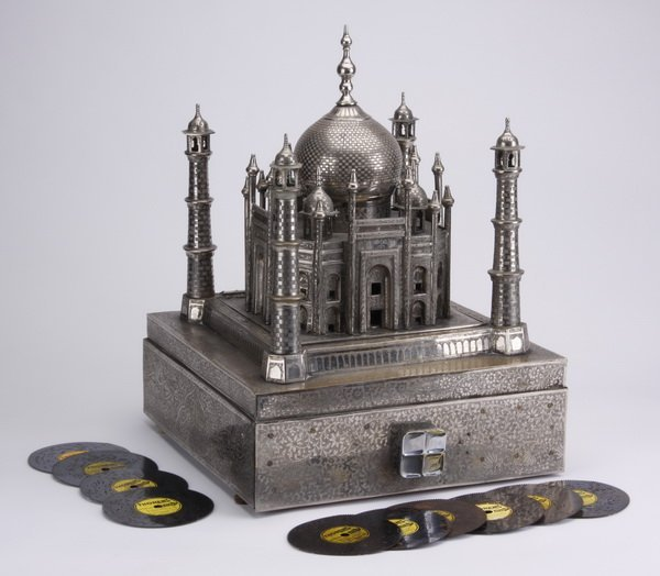 Mid 20th c.Taj Mahal music box w/ discs