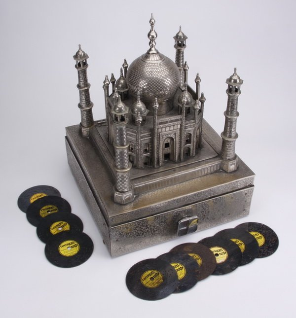 Mid 20th c.Taj Mahal music box w/ discs - 2