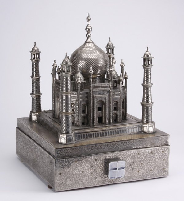 Mid 20th c.Taj Mahal music box w/ discs - 6