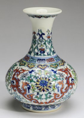 "Chinese Wucai Bottle Vase, Qianlong Mark, 7""h"