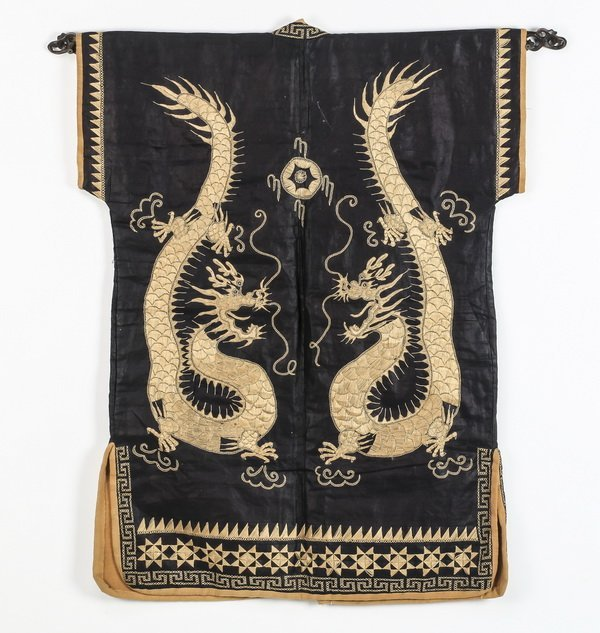 Asian silk child's robe, with embroidered dragons - 2
