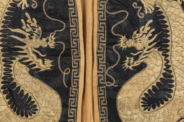 Asian silk child's robe, with embroidered dragons - 3