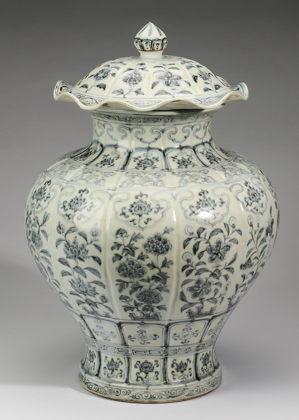 """Large Chinese covered jar, w/ auspicious flowers, 22"""" - 4"""