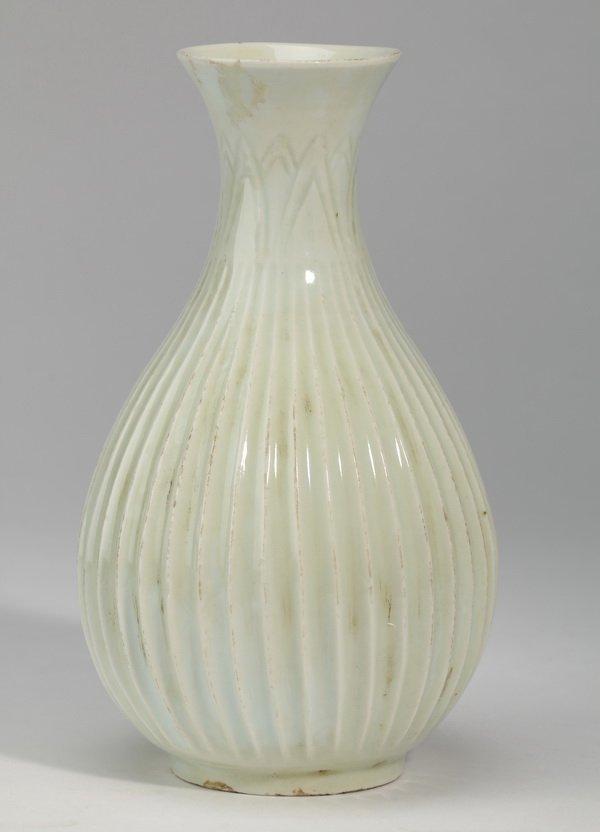 "Chinese porcelain 'lotus blssom' vase, 8""h"