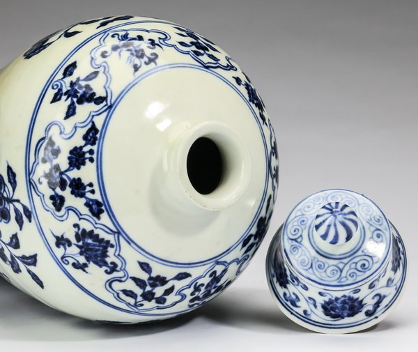 """Chinese covered meiping vase, 12""""h - 5"""