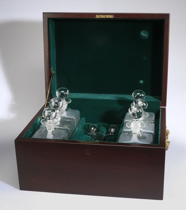 11-Piece vintage captain's spirit chest - 4