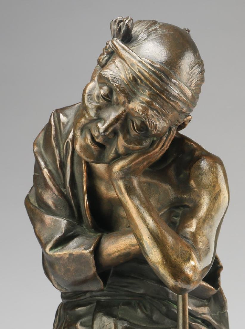 Early 20th c. Japanese bronze of a resting farmer - 2