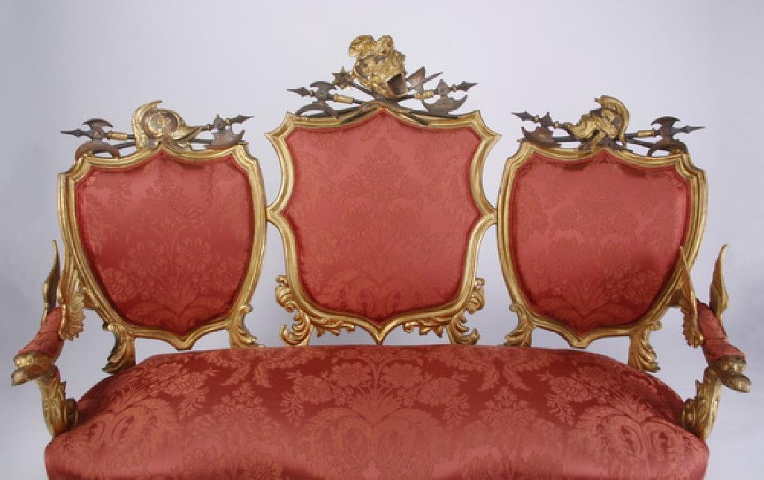 18th c. Venetian gilt wood sofa with armorial crests - 2