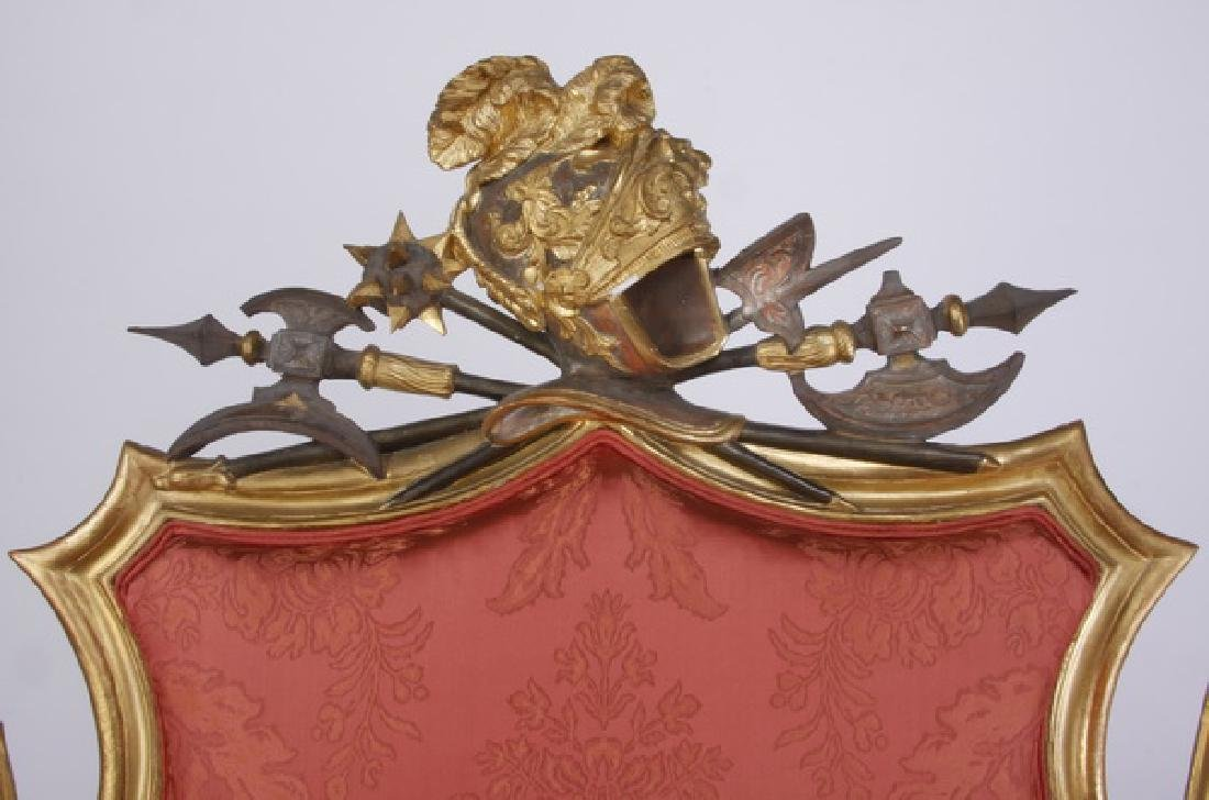 18th c. Venetian gilt wood sofa with armorial crests - 3