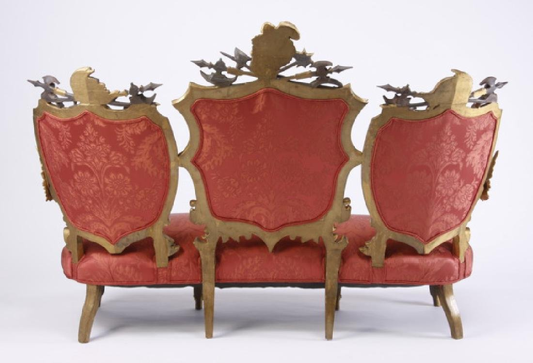 18th c. Venetian gilt wood sofa with armorial crests - 5