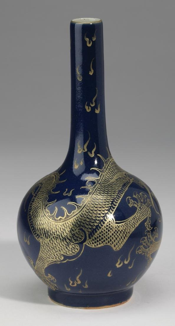 Chinese porcelain stick neck vase, Qianlong mark - 4