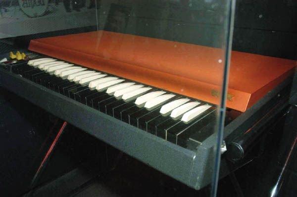 204: 204 - Beatles Shea concert played organ