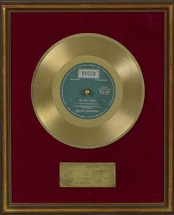 1021: Englebert Humperdink 'Last Waltz' award