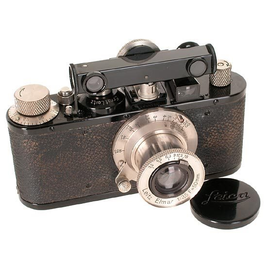 16: LEICA Screw Mount Cameras: Standard  black outfit