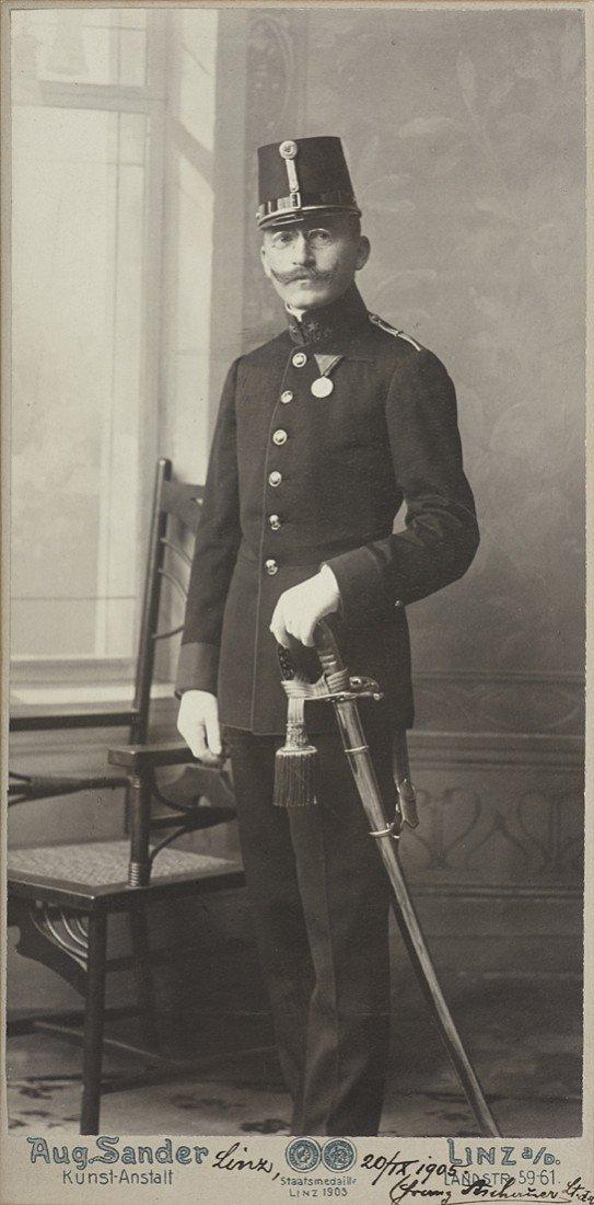 1018: August Sander, Lieutenant Franz Aschauer