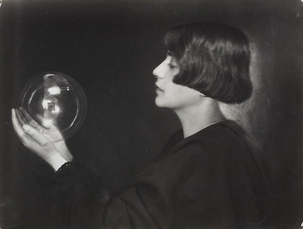 1039: Trude Fleischmann, Study with glass sphere