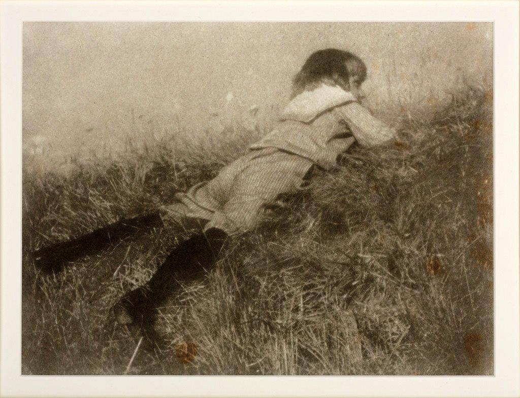 HEINRICH KÜHN (1866–1944) Hans im Gras / Hans in a mead