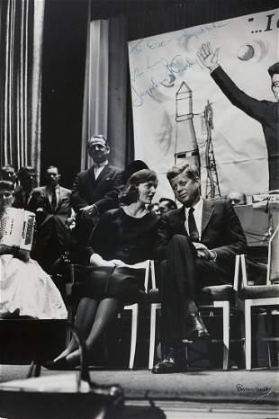 ALFRED EISENSTAEDT (1898–1995) John F. und Jacqueline