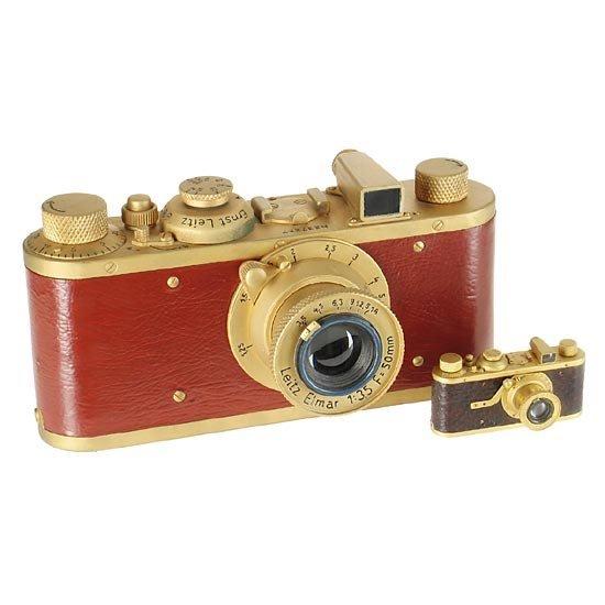 12: Leica: I Mod.C  Luxus Wooden display model